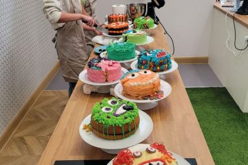 Cakes being judged min